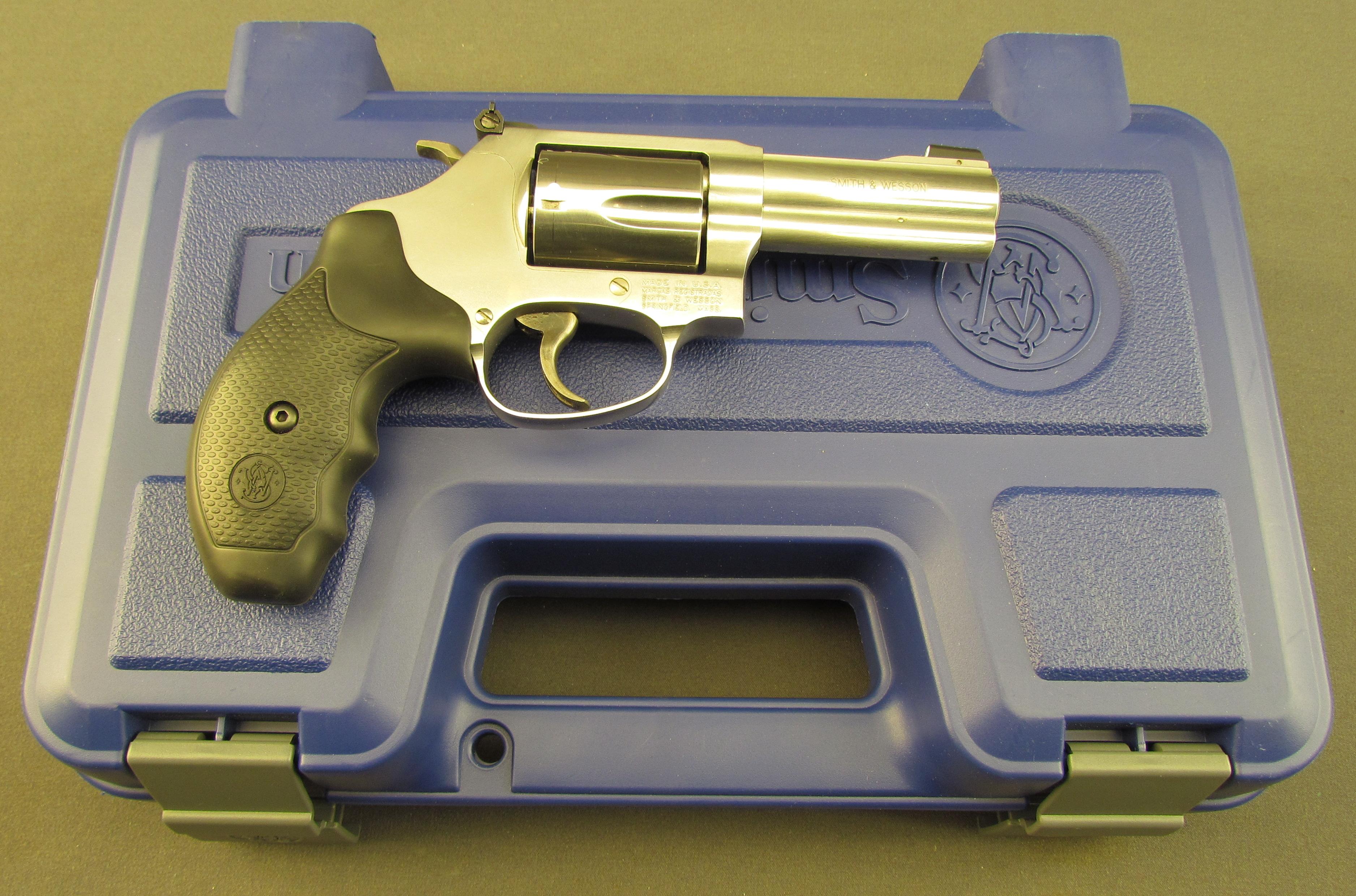 Smith & Wesson Chief\'s Special 60-15 DA SS Revolver 357 Magnum.